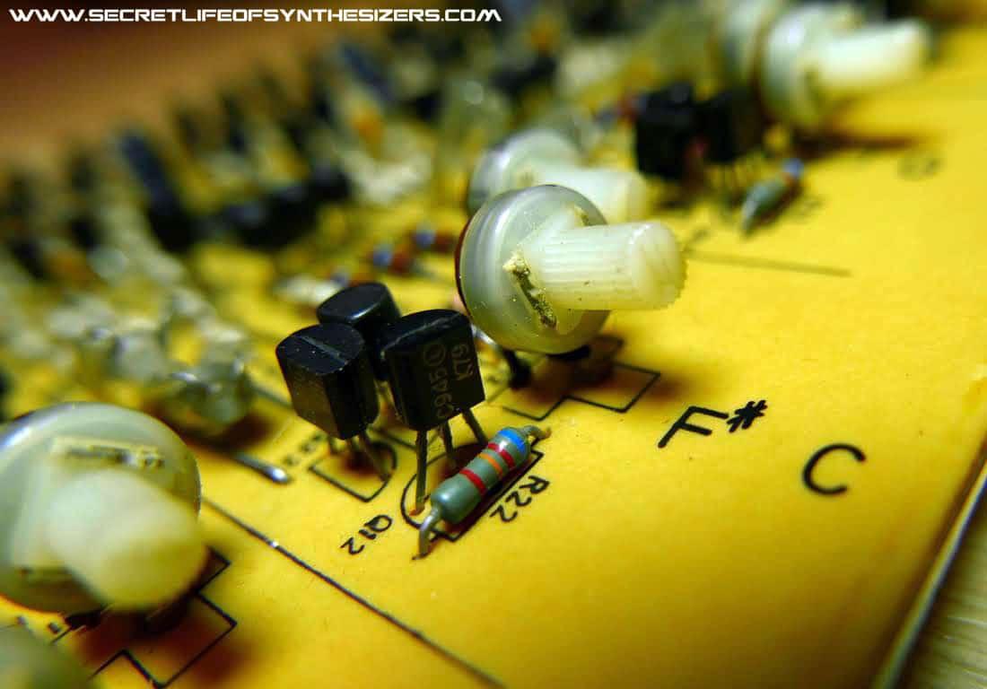 Korg PS-3300 tuning pot