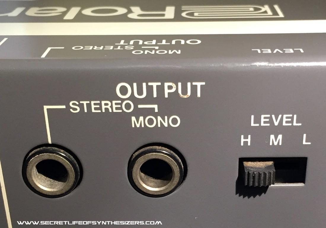Roland Juno-106 outputs