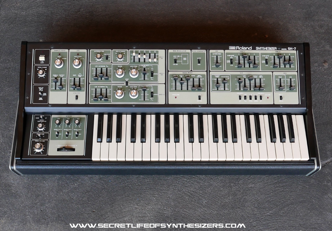 Roland SH-7 synthesizer front view